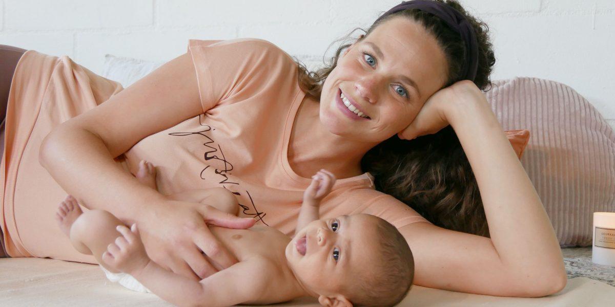 Moeder met baby - Online babymassage
